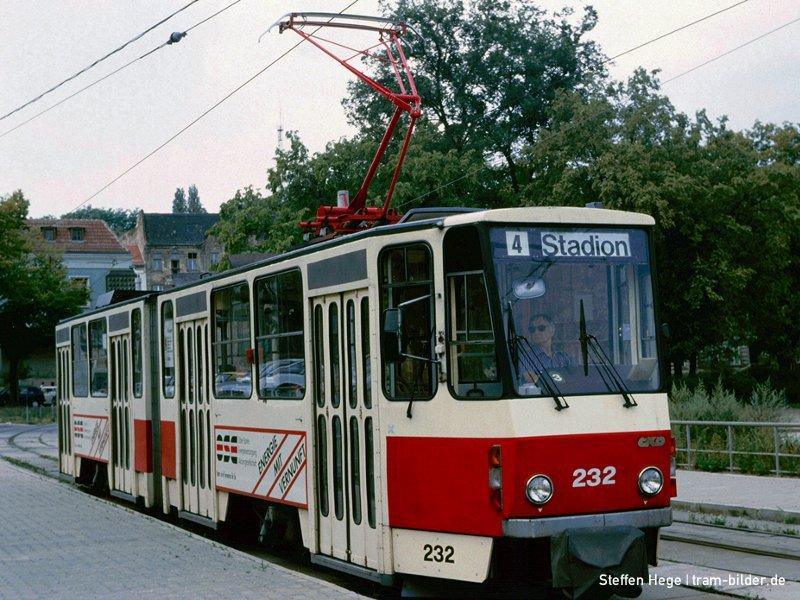 Triebwagen 232 1992 am Stadion