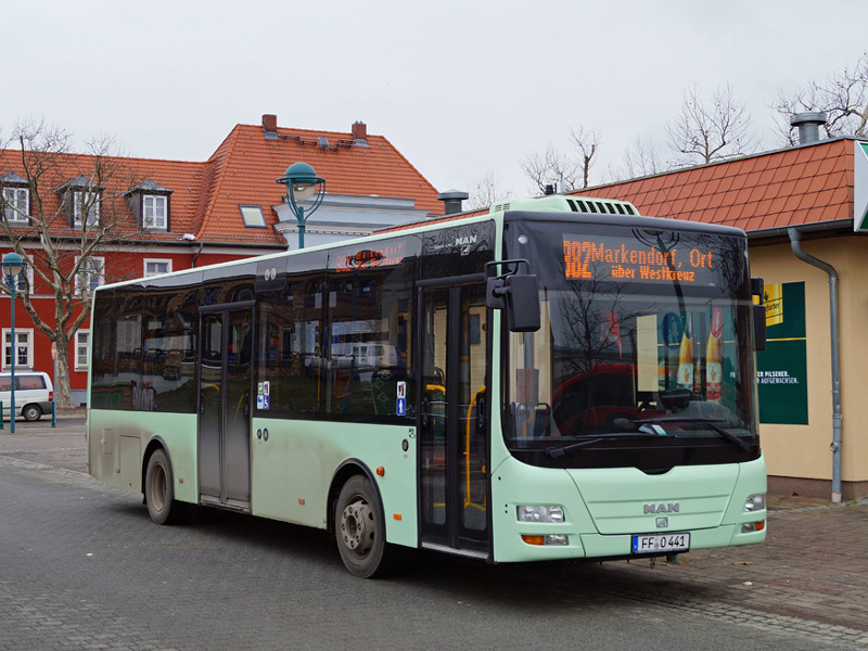 MAN-Midibus 441 am Bahnhof