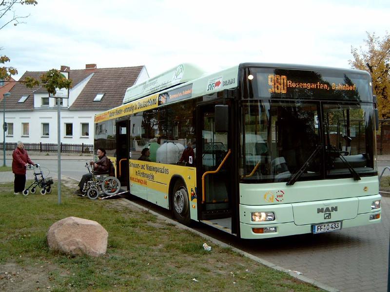 Wagen 433 mit Rollstuhlrampe in Rosengarten