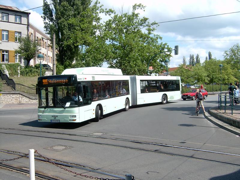 Gelenkbus 535 zum Helene-See