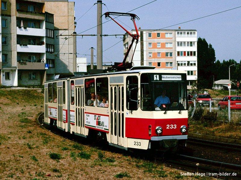 Solo-KT4D 233 auf der Linie 1