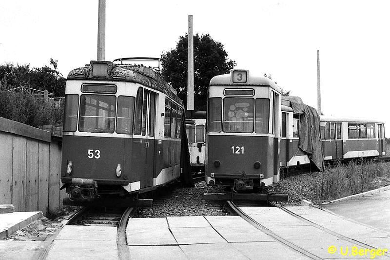 Abgestellt: Wagen 53 und 121