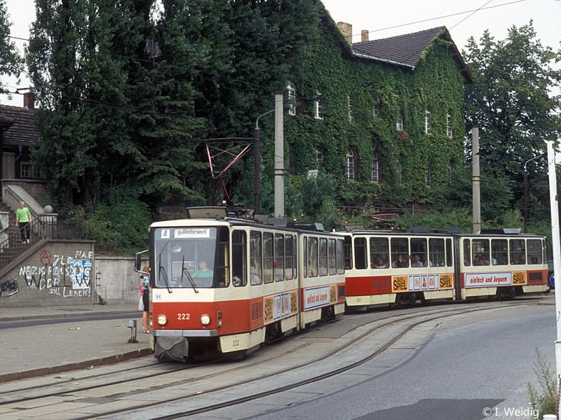 Tatra-Doppel 222 und 221 am Bahnhof